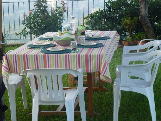 Colazione in giardino al bed and breakfast la casa sul colle sestri levante